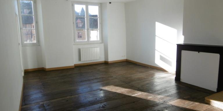 Appartement Aubusson F3 65 m2 Loyer 370 Euros HORS CHARGES - A