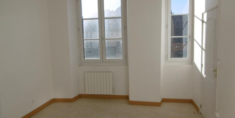 Appartement Aubusson F3 65 m2 Loyer 370 Euros HORS CHARGES - C